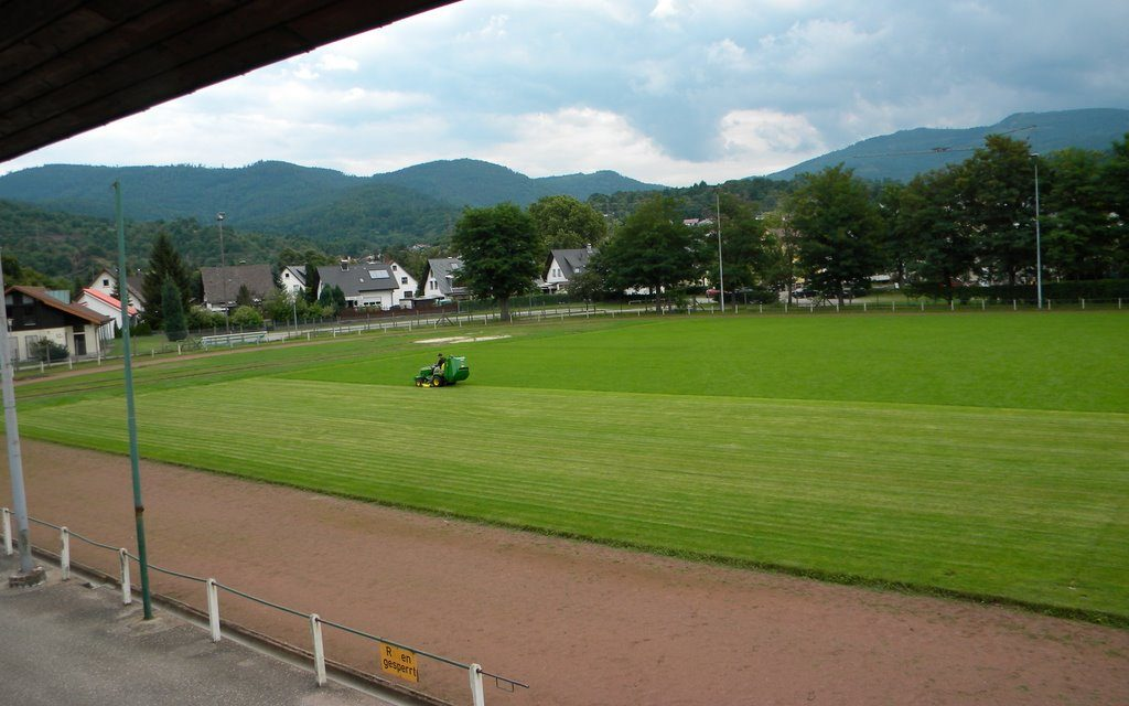 """John Deere"" hält Essel-Stadion in Schuss"