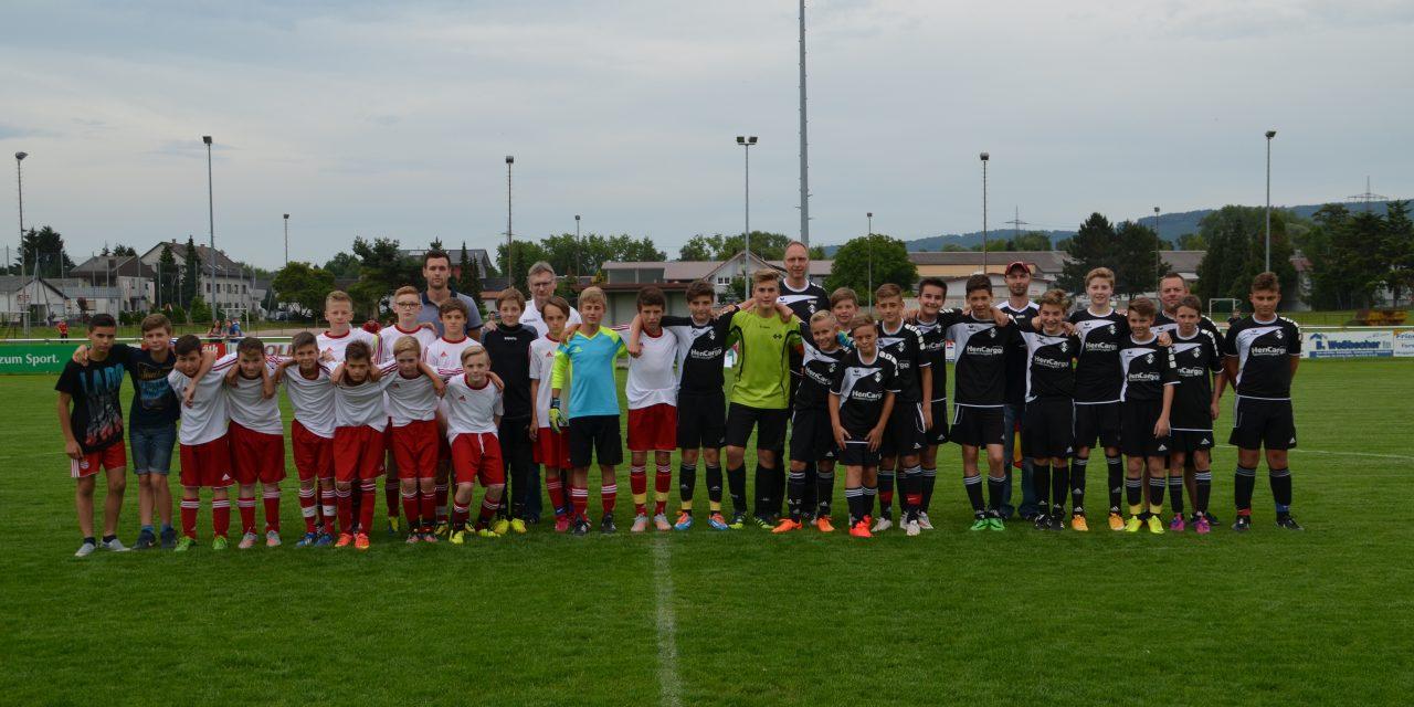 D-Junioren: Glückwunsch nach Durmersheim