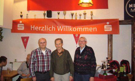 Hans Hiesel gewinnt das Skat-Turnier